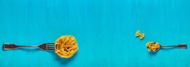 음식의 개념, 파란색에 파스타
