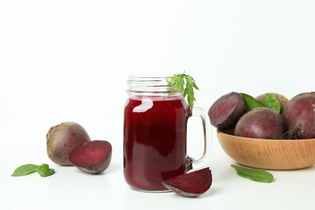 비트 뿌리 스무디와 건강 음료의 개념