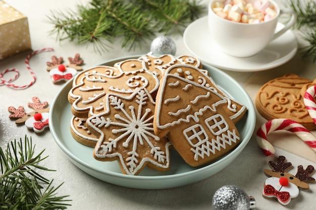 Концепция праздничной еды с рождественским печеньем