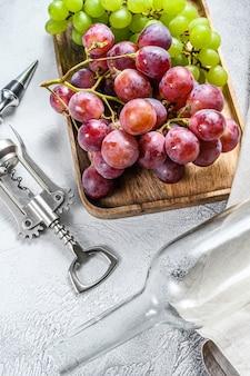 自家製ワインのコンセプト。緑と赤ブドウ