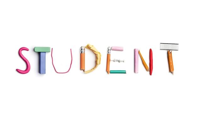 カラフルなしわくちゃの紙でアイデアのコンセプトオフィス文房具から作成された学生という言葉