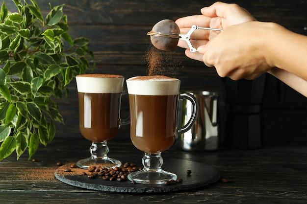 木製のテーブルでアイリッシュコーヒーを作るコンセプト