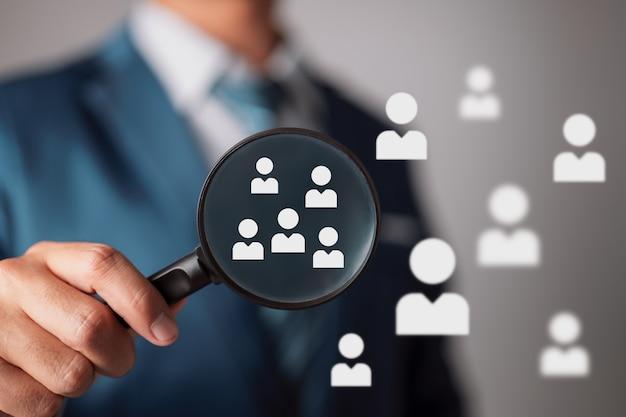 特定のターゲット層へのマーケティングの概念人材担当者が選択
