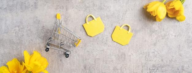 노란 튤립 꽃 꽃다발 쇼핑 어머니 날 선물의 개념