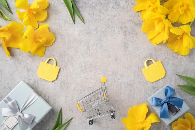 회색 배경에 노란색 튤립 꽃 꽃다발과 어머니의 날 휴일 선물 쇼핑 인사말 디자인의 개념