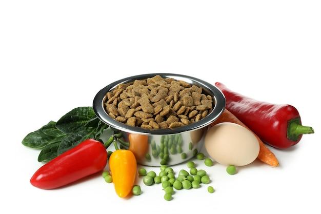 Концепция органических кормов для домашних животных, изолированные на белом фоне