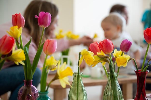 モンテッソーリ学校の春休みの女性の日または母の日の概念