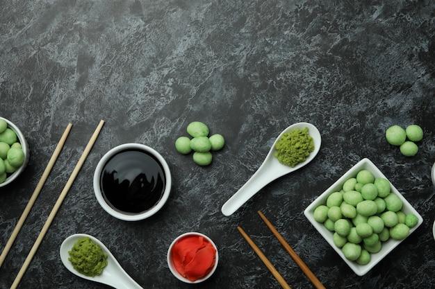 검은 스모키에 먹는 초밥의 개념