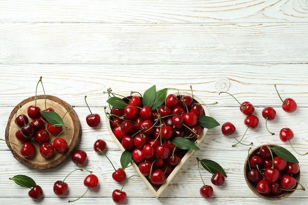 Концепция сладкой ягоды с красной вишней