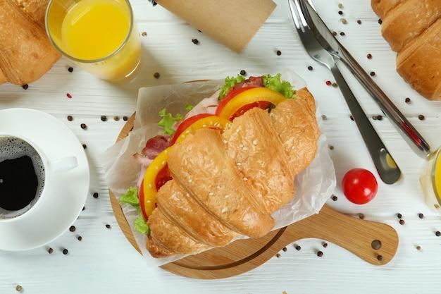 크로 샌드위치, 상위 뷰와 함께 맛있는 식사의 개념