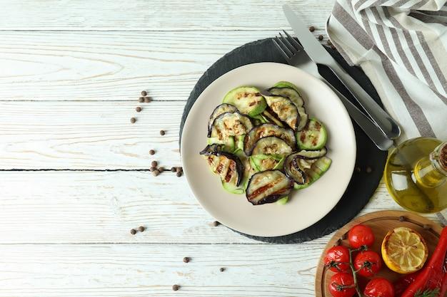 Концепция вкусной еды с овощами-гриль