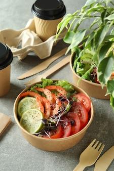 エビのサラダでおいしい食事のコンセプト、クローズアップ
