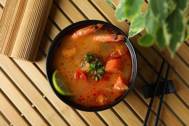 トムヤムスープを竹マットで美味しく食べるコンセプト