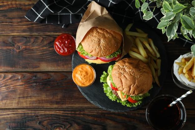 おいしいハンバーガーとおいしい料理のコンセプト