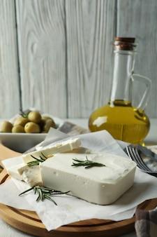 죽은 태아의 치즈와 함께 맛있는 음식의 개념을 닫습니다.