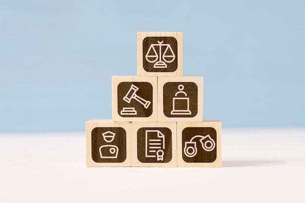 Понятие о структуре закона и судебной власти.