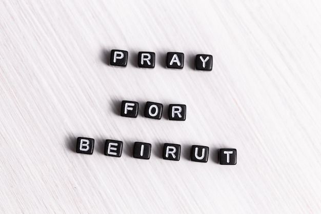 레바논 베이루트의 비극의 개념. 베이루트를 위해 기도합니다.