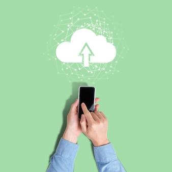 電話からクラウドサービスにデータをアップロードする概念。