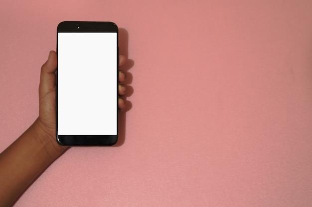スマートフォンの使い方のコンセプト手に白い空白の画面があるスマートフォン