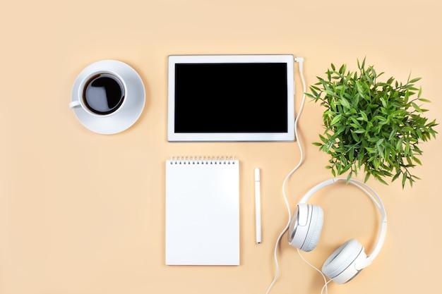 ホームホームオフィスからのコンセプトオンライン学習リモートジョブウェビナー