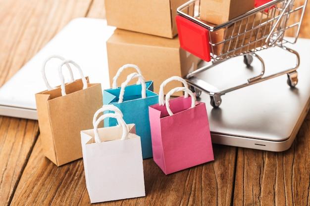 Покупки онлайн на дому concept.online shopping - это форма электронной коммерции, которая позволяет потребителям напрямую покупать