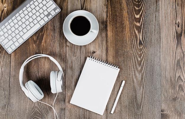 Концепция онлайн-обучение обучение удаленное управление вебинары семинары предметы интерьера
