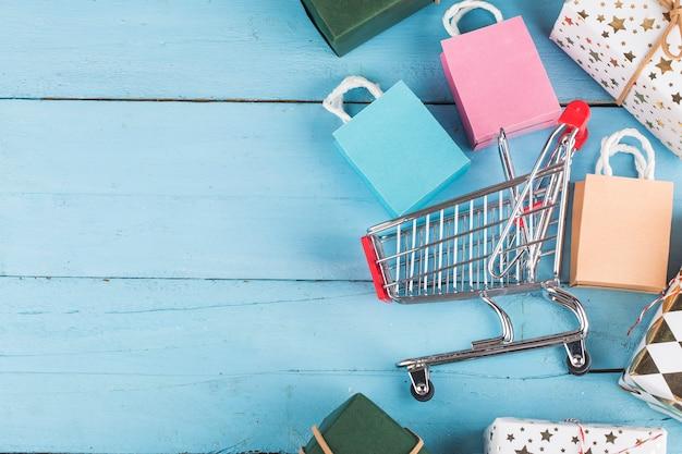 自宅でのオンラインショッピングconcept.onlineショッピングは、消費者がインターネット経由で売り手から商品を直接購入できるようにする電子商取引の一種です。