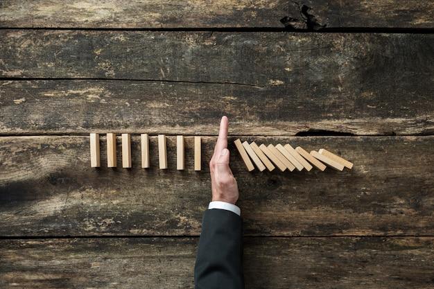 株式市場とビジネス危機の概念図