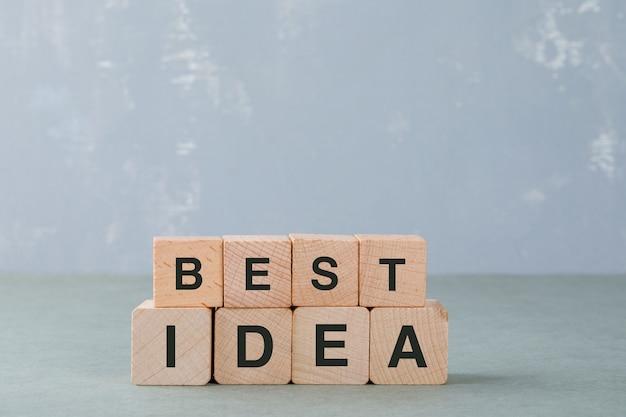 それの側面図の言葉で木製のブロックとアイデアの概念。