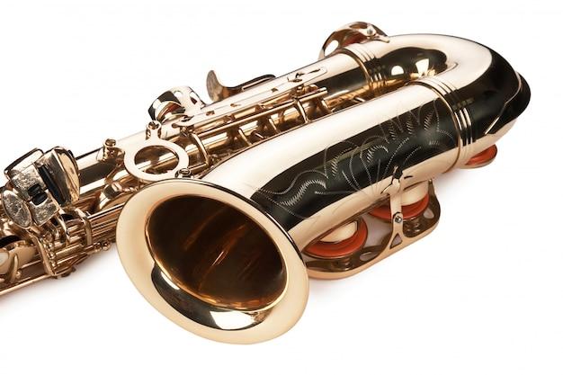 Концертный саксофон на белом фоне