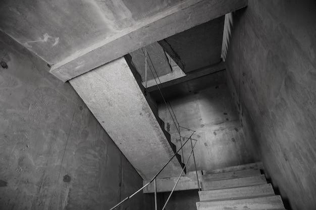 建設中の新しいモノリシック住宅のコンクリート壁