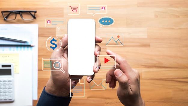 スマートフォンでコネクティビティライフアンドゴーデジタルコンセプト