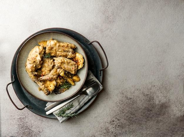 Conejo en salmorejo al estilo canario, жареный кролик в канарском маринаде, испанская и канарская кухня