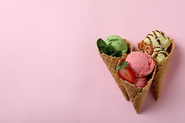 핑크에 아이스크림 콘