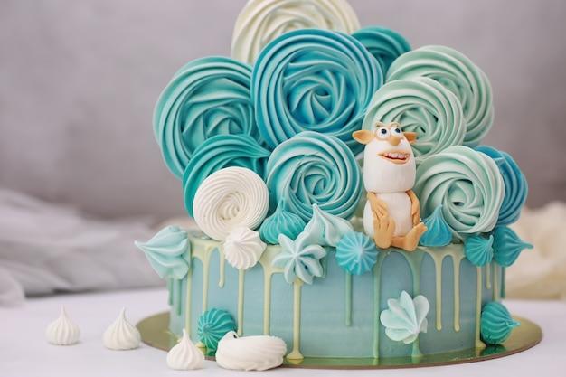 休日と通常の朝食のための菓子風味のケーキ