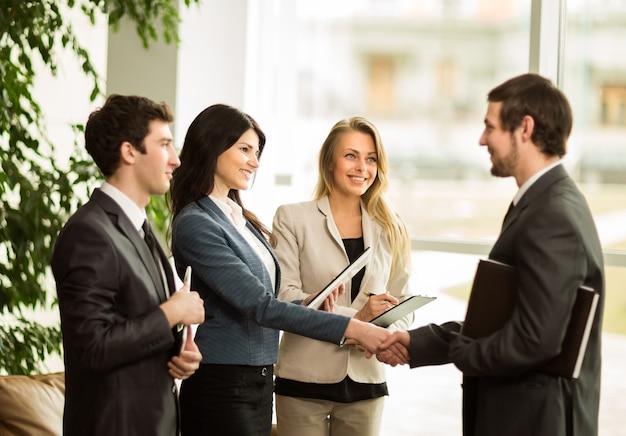 起業家の会議。重要な合意の締結