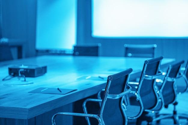 회의실 테이블과 의자