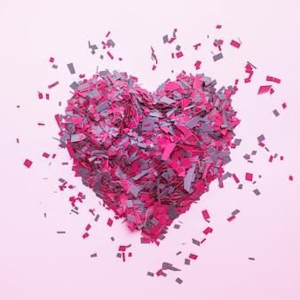 ピンクのハート型の装飾の紙吹雪、上面図