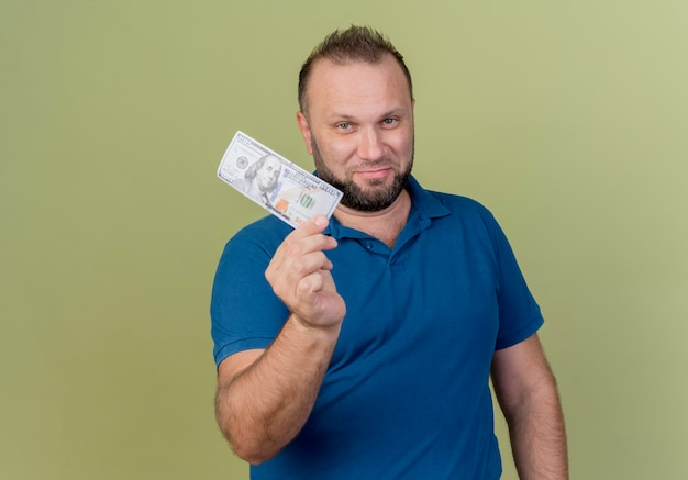 ドルを示す自信を持って大人のスラブ人