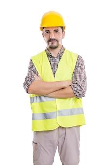 Уверенный строитель, глядя на камеру
