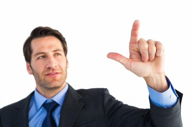 Уверенный бизнесмен, указывая на что-то