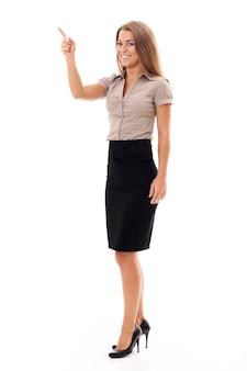 Donna di affari sicura che gesturing su bianco