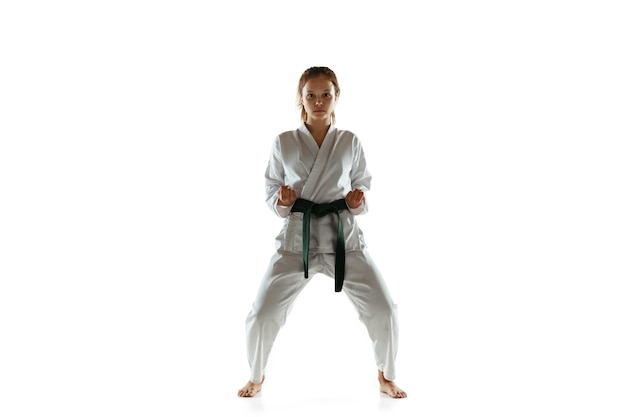 近接格闘術を練習する着物に自信のあるジュニア