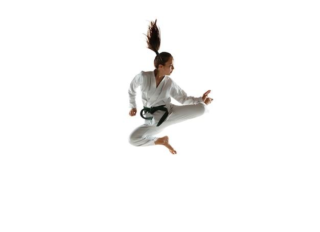 近接格闘術を練習する着物に自信のあるジュニア 無料写真