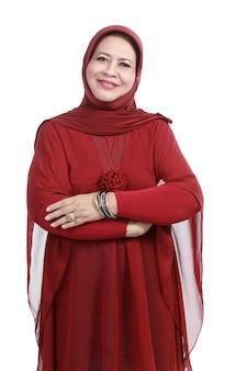 스카프에 자신감이 이슬람 여성, 흰색 배경 위에 절연