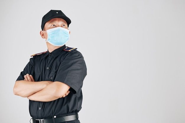 Уверенный офицер полиции