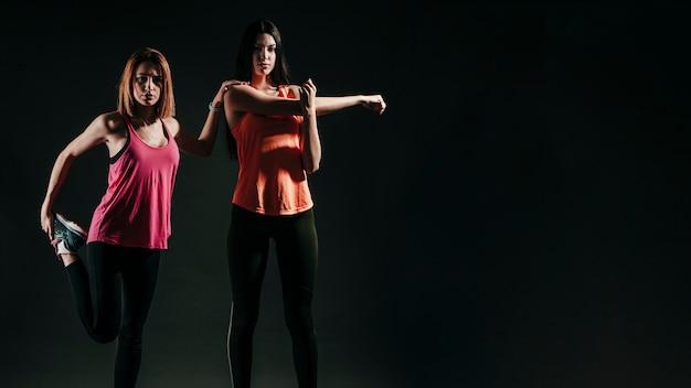 Уверенные спортивные модели в студии