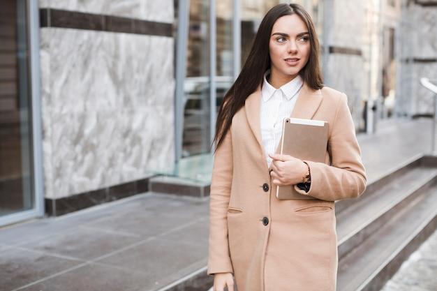 タブレット、コート、自信、女