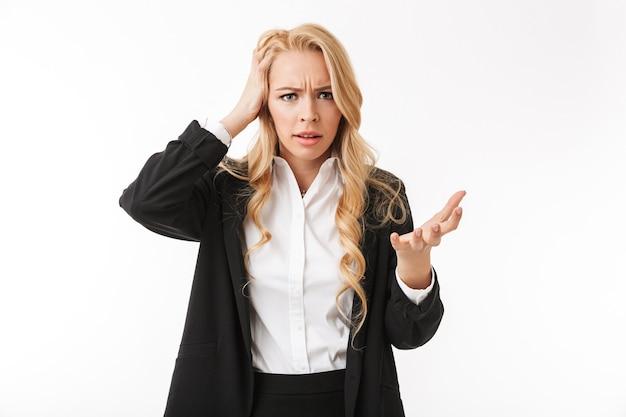 分離されたポーズ混乱して怒って不機嫌なビジネス女性