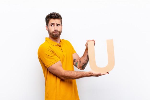 混乱した、疑わしい、考えて、単語または文を形成するためにアルファベットのuを押したまま。